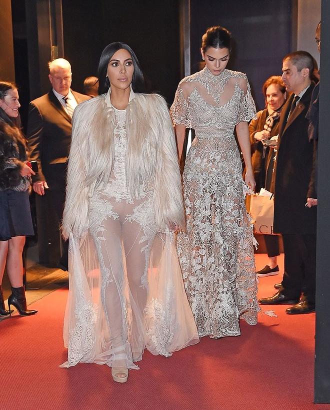 Kim Kardashian Tao Bao Voi Vay Xuyen Thau Hinh Anh 6