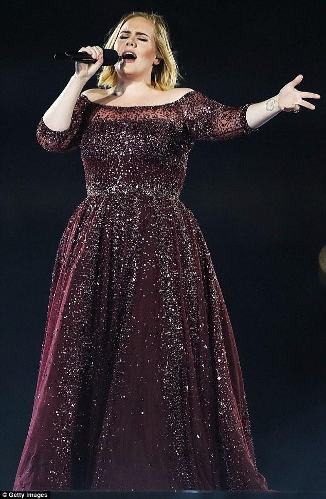 Adele benh vuc Justin Bieber tren san khau anh 1