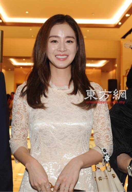 Kim Tae Hee du su kien o Malaysia lan dau sau dam cuoi hinh anh 1