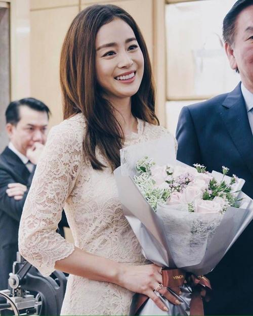 Kim Tae Hee du su kien o Malaysia lan dau sau dam cuoi hinh anh 3