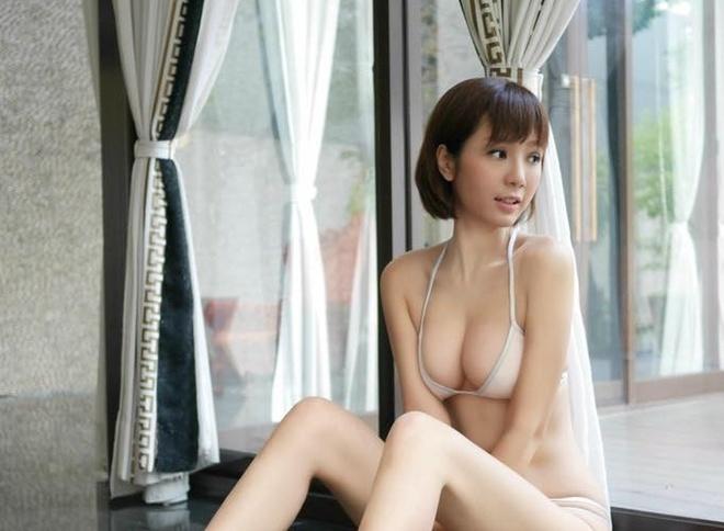 Helen Thanh Dao gay tranh cai khi tai xuat voi anh goi cam hinh anh 1