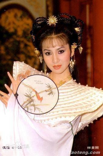 Hoa dan Dai Loan song canh tuoi xe chieu benh tat, mat tri hinh anh 2
