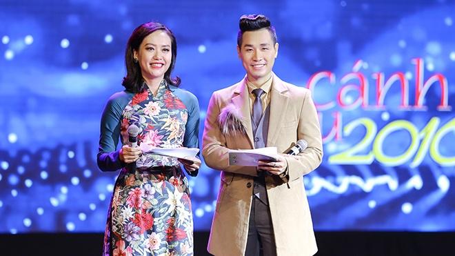 MC Nguyen Khang ly giai ve man dan tham hoa tren song truc tiep hinh anh 1