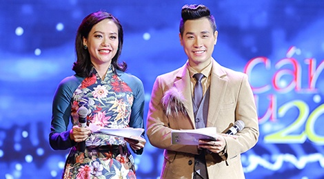 MC Nguyen Khang ly giai ve man dan tham hoa tren song truc tiep hinh anh