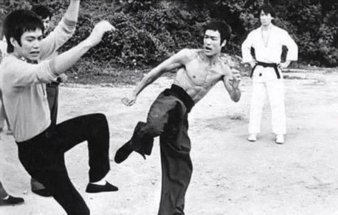 Vo su MMA khien vo lam chao dao khi lang ma Ly Tieu Long hinh anh 2