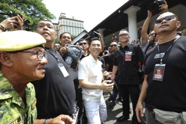 10.000 nguoi Malaysia xep hang duoi duong ho reo don Chan Tu Dan hinh anh 3