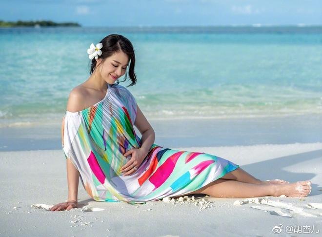 Ho Hanh Nhi bat ngo cong bo anh mang thai con dau long hinh anh