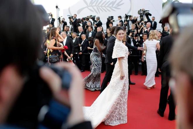 Sau tranh cai, Ly Nha Ky xuat hien tren tham do Cannes hinh anh 1