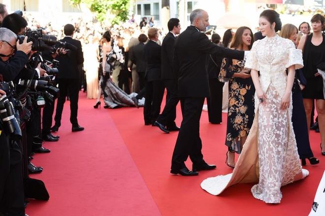 Sau tranh cai, Ly Nha Ky xuat hien tren tham do Cannes hinh anh 6