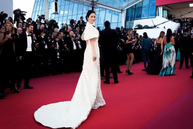 Sau tranh cai, Ly Nha Ky xuat hien tren tham do Cannes hinh anh 8