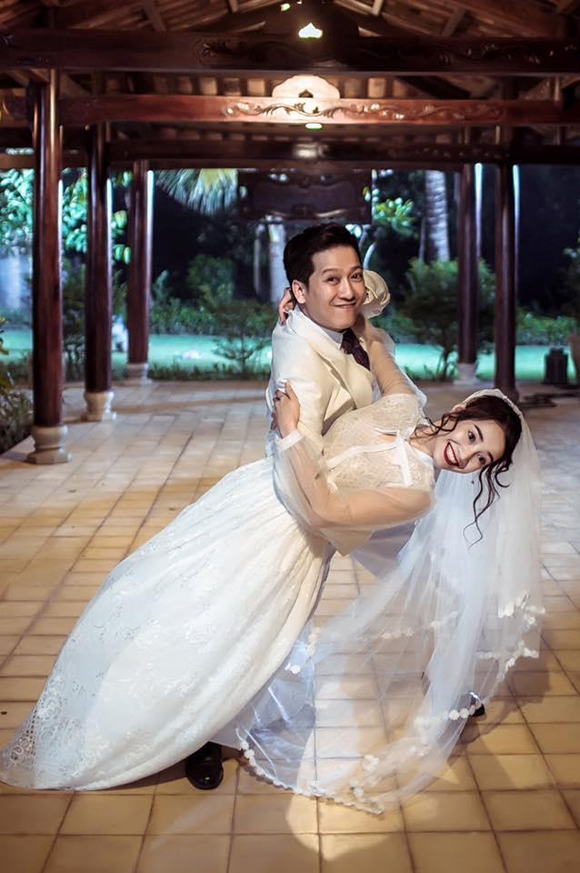 Nha Phuong - Truong Giang bieu cam hai huoc trong trang phuc cuoi hinh anh 3