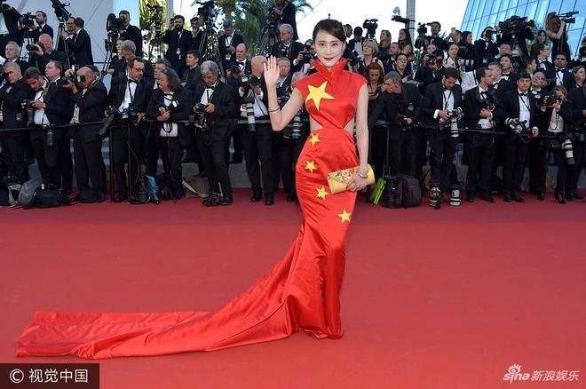 Sao nu Trung Quoc mac vay quoc ky quet dat o Cannes se bi phat nang hinh anh 1