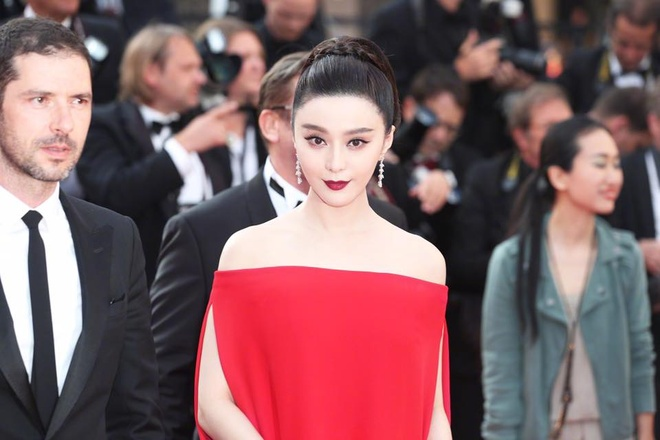 Pham Bang Bang noi bat giua dan thien than noi y tren tham do Cannes hinh anh 1