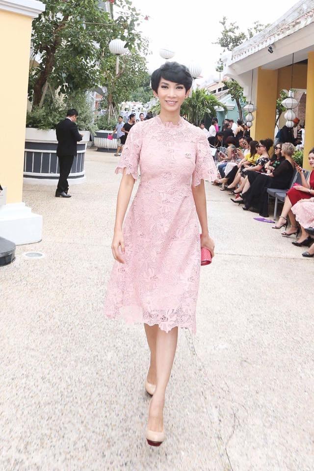 Angela Phuong Trinh va ban trai ra Phu Quoc xem show thoi trang hinh anh 5