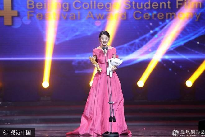 Thanh Long vui suong trao giai cho Phung Tieu Cuong hinh anh 4