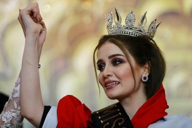 Nguoi dep 23 tuoi dang quang Hoa hau Iraq 2017 trong nuoc mat hinh anh