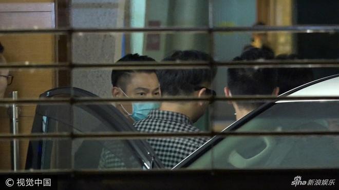 Le tang dan chi showbiz: Luu Duc Hoa, Hong Kim Bao chong gay dua tien hinh anh 2