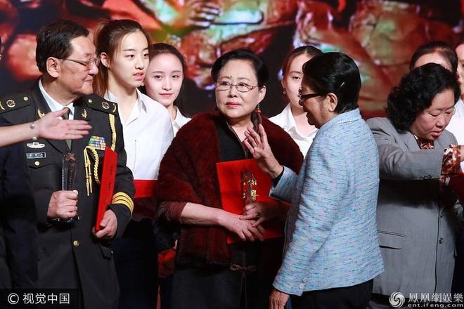 Thanh Long vui suong trao giai cho Phung Tieu Cuong hinh anh 6