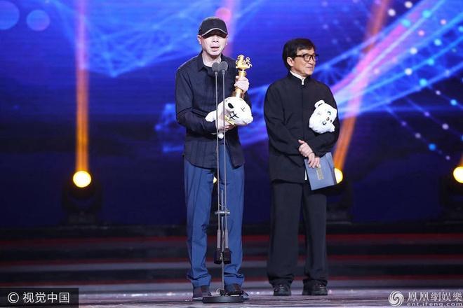 Thanh Long vui suong trao giai cho Phung Tieu Cuong hinh anh 1
