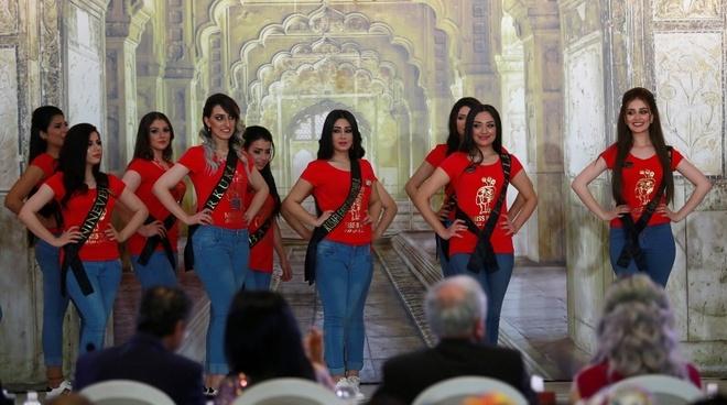 Nguoi dep 23 tuoi dang quang Hoa hau Iraq 2017 trong nuoc mat hinh anh 6