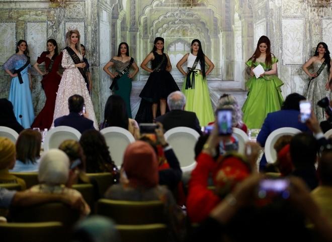 Nguoi dep 23 tuoi dang quang Hoa hau Iraq 2017 trong nuoc mat hinh anh 8