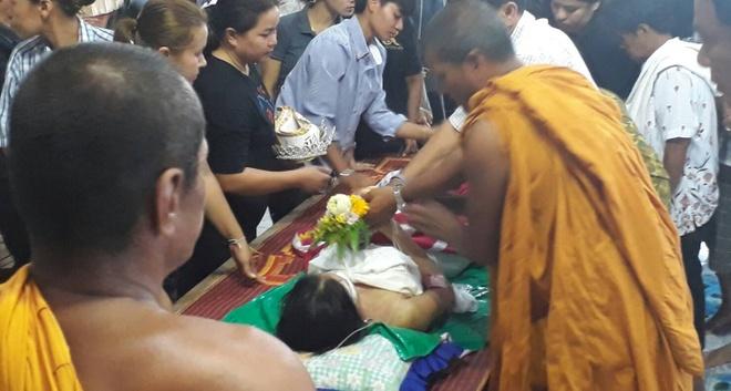 Nguoi than chet lang khi lo hau su cho Hoa hau Thai Lan 19 tuoi hinh anh