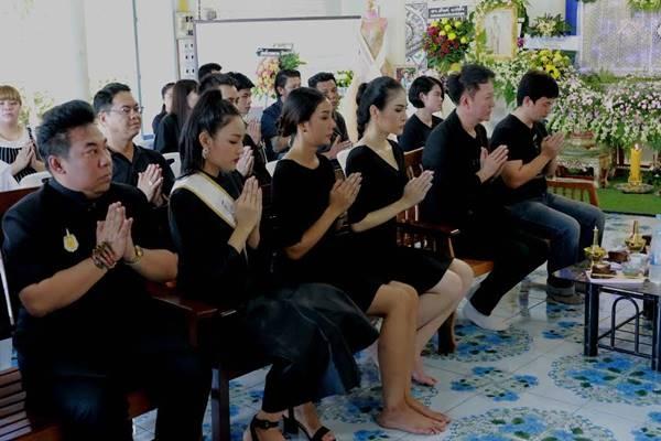 Le tang khong co mat cha me cua hoa hau Thai Lan 19 tuoi hinh anh 9