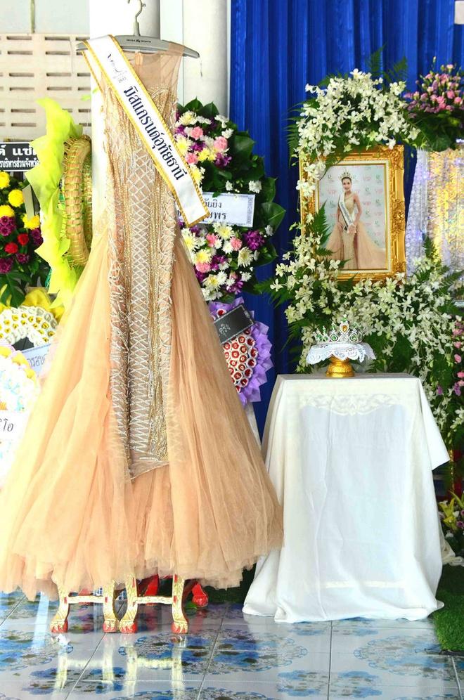 Le tang khong co mat cha me cua hoa hau Thai Lan 19 tuoi hinh anh 2