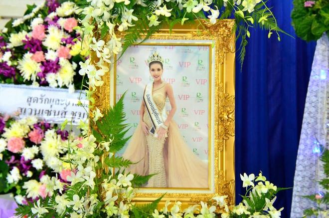 Le tang khong co mat cha me cua hoa hau Thai Lan 19 tuoi hinh anh 1