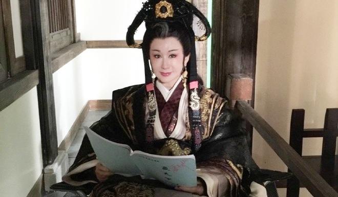 My nhan 72 tuoi 'Than dieu dai hiep' tre trung trong phim moi hinh anh