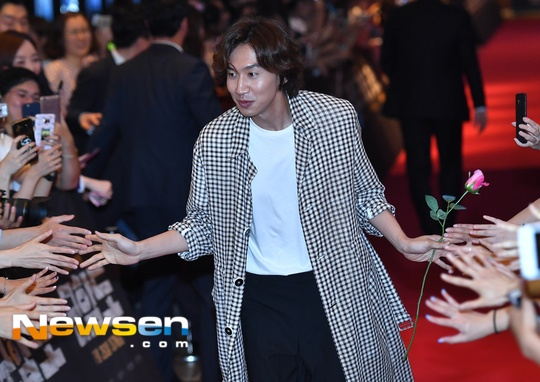 Song Hye Kyo vang mat trong su kien ra mat phim cua Song Joong Ki hinh anh 11