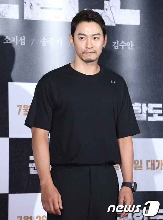 Song Hye Kyo vang mat trong su kien ra mat phim cua Song Joong Ki hinh anh 10