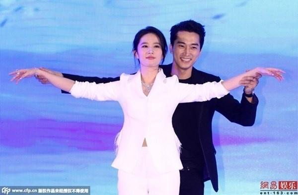Ban re doi tu, lat tay nhau: Tro quen o showbiz Trung Quoc hinh anh 1