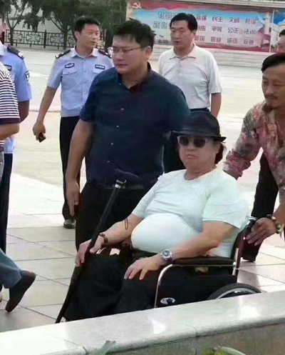 Hong Kim Bao lang lang phau thuat vi benh tro nang hinh anh 2