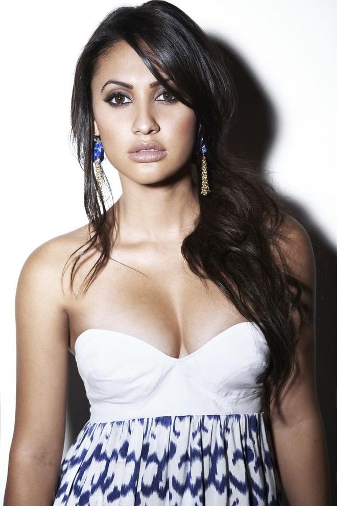 Sao nu hien than cho Selena Gomez: Khi duong cong va trai tim deu nong hinh anh 9