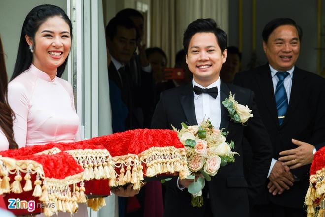 Dang Thu Thao tung hoa cuoi cho Ngoc Han sau hon le hinh anh 2
