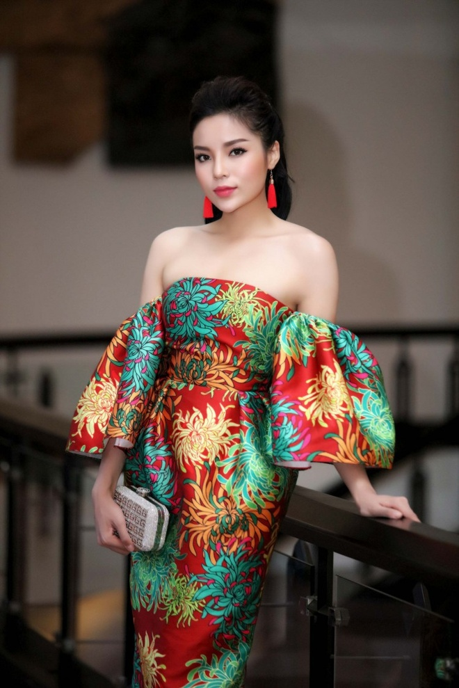 Pham Huong, Ky Duyen, Minh Tu 'cam trich' The Look 2017 hinh anh 2