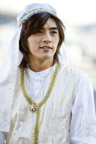 Ha Quan Tuong bi don vang tuc voi Chung Han Dong o phim truong hinh anh 3