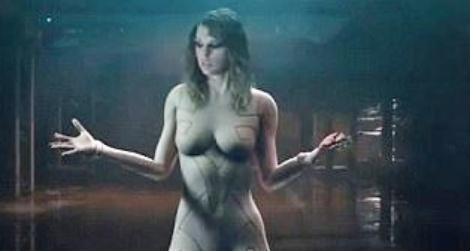 Taylor Swift len tieng ve viec mac nhu khong trong MV hinh anh