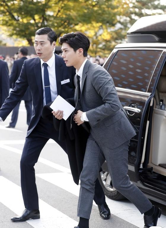 Dan sao hang A du le cuoi Song Hye Kyo - Song Joong Ki hinh anh 12