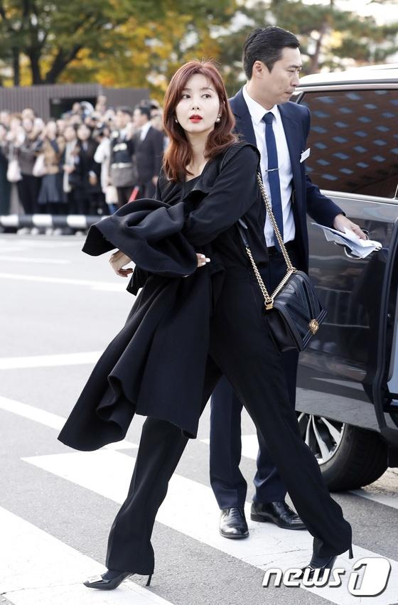 Dan sao hang A du le cuoi Song Hye Kyo - Song Joong Ki hinh anh 7