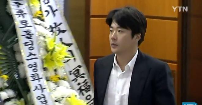 Ban gai khoc nuc no khi nhieu nghe si den vieng Kim Joo Hyuk hinh anh 3