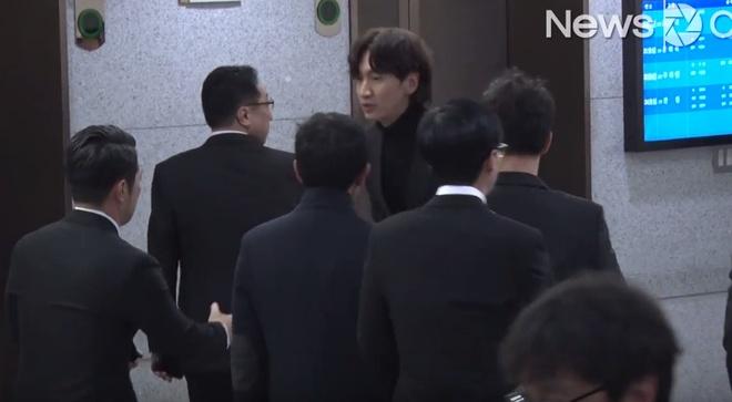 Ban gai khoc nuc no khi nhieu nghe si den vieng Kim Joo Hyuk hinh anh 4