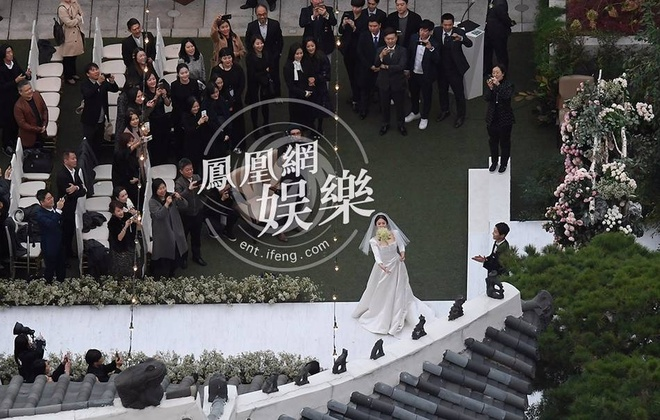 Hon le Song Joong Ki, Song Hye Kyo: Khoc cuoi va nhung dieu la lung hinh anh 8