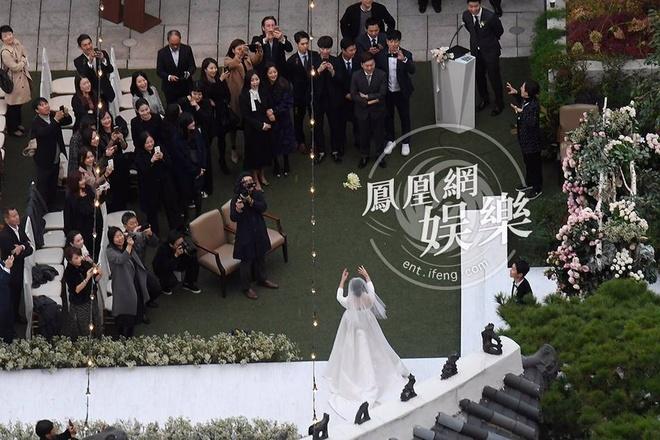 Hon le Song Joong Ki, Song Hye Kyo: Khoc cuoi va nhung dieu la lung hinh anh 7