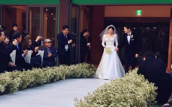 Hon le Song Joong Ki, Song Hye Kyo: Khoc cuoi va nhung dieu la lung hinh anh 2