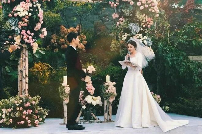 Hon le Song Joong Ki, Song Hye Kyo: Khoc cuoi va nhung dieu la lung hinh anh 3