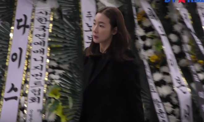 Song Joong Ki voi den vieng Kim Joo Hyuk ngay sau le cuoi hinh anh 2
