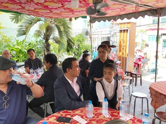 Quyen Linh, Le Tuan Anh ve Long An vieng Nguyen Hoang hinh anh 3