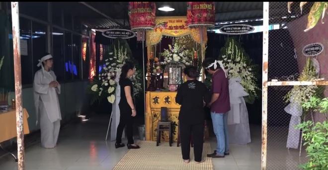 Quyen Linh, Le Tuan Anh ve Long An vieng Nguyen Hoang hinh anh 5